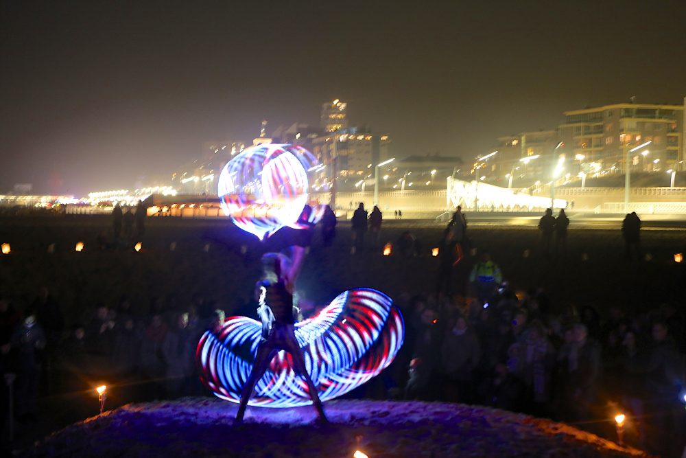 Zora-shows-lichtshows-LED-solo-acts-hoepels