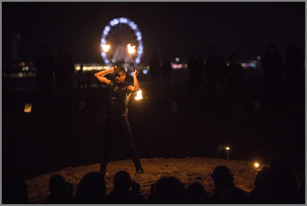 Zora-shows-vuurshows-solo-act-double-staff-Berend