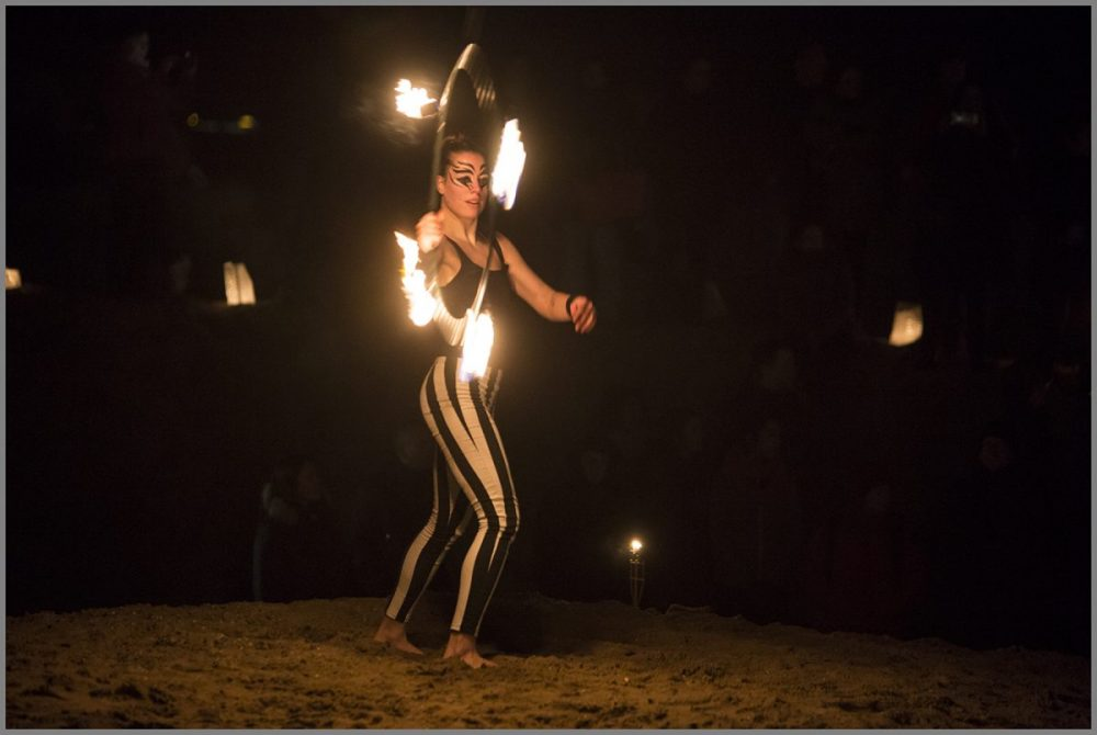 Zora-shows-vuurshows-solo-act-hoepel-Inge-Evers