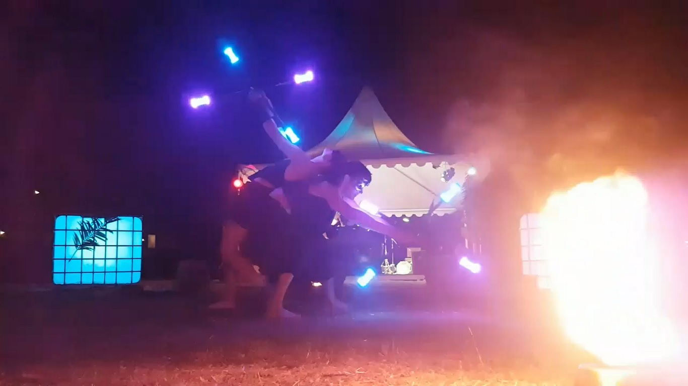 Zora-shows-lichtshows-duo-acts-double-staf